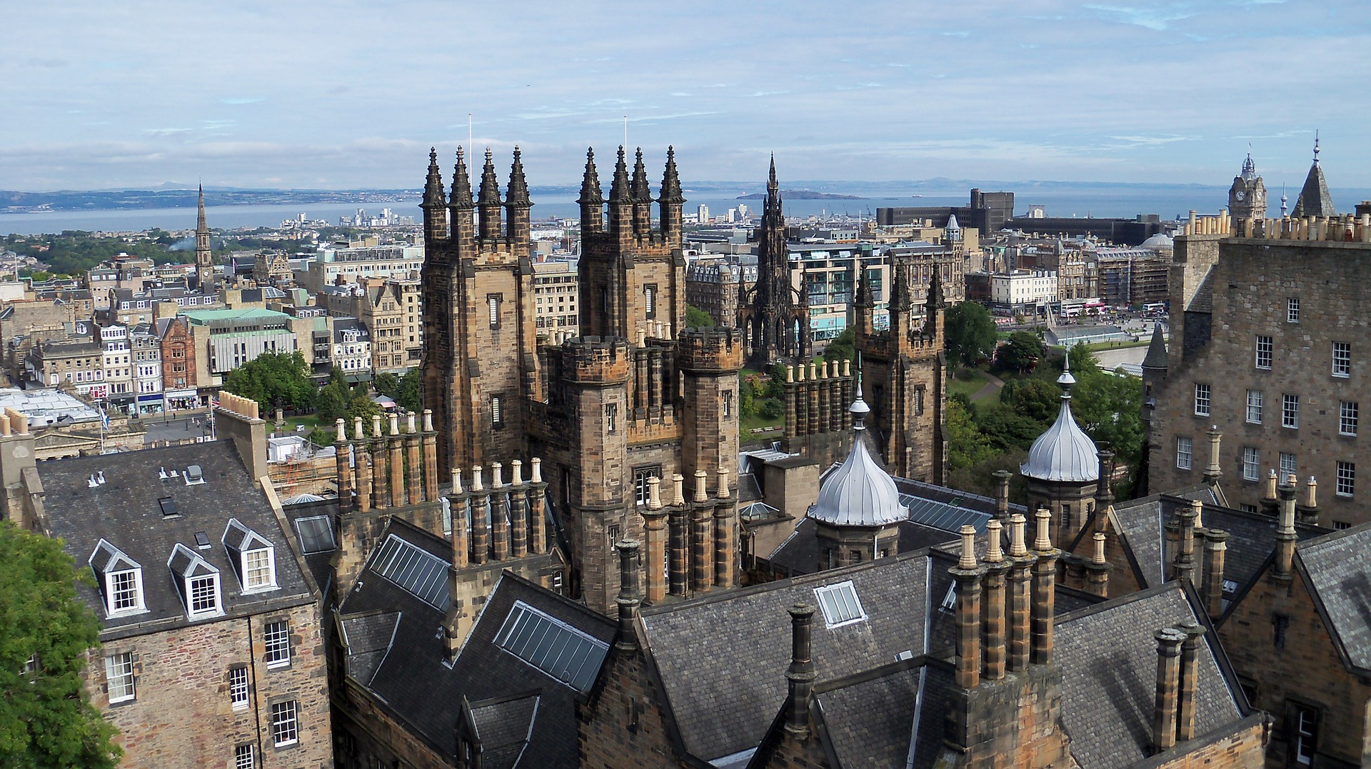 Reasons Why People Move to Edinburgh