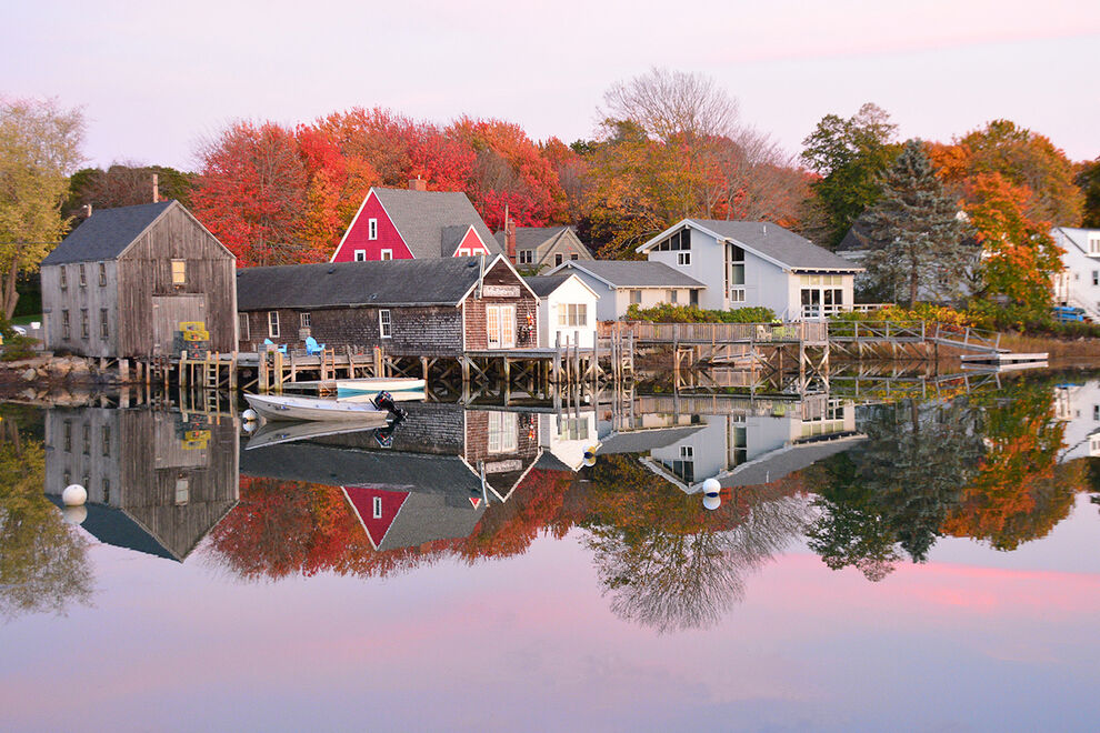 Read more about the article 11 romantic small towns and resorts for fall across the United States